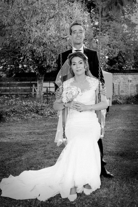 Couple mariés balancoire